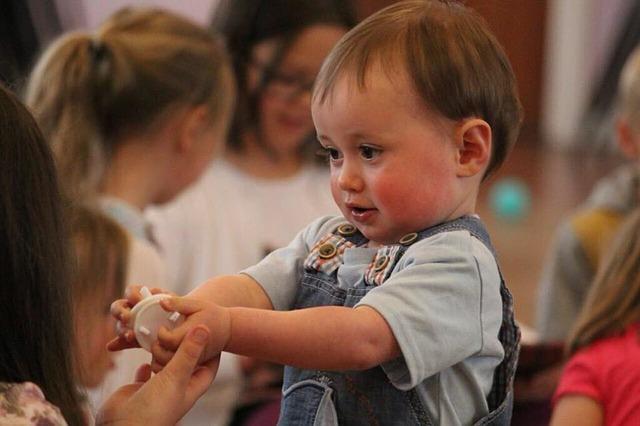 Mały chłopczyk w przedszkolu